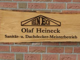 Firmenschild aus Eichenholz mit gelaserten Buchenholz-Buchstaben