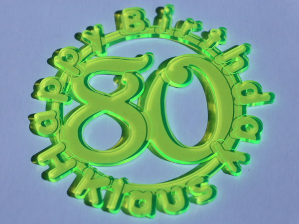 Anhänger aus fluoreszierendem Acryl