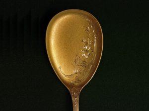 Handgravur eines Löffels