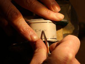 Handgravur eines Serviettenringes